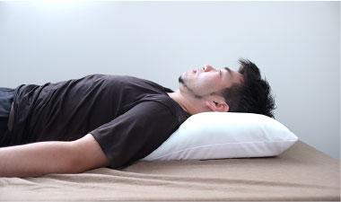 枕で気道確保